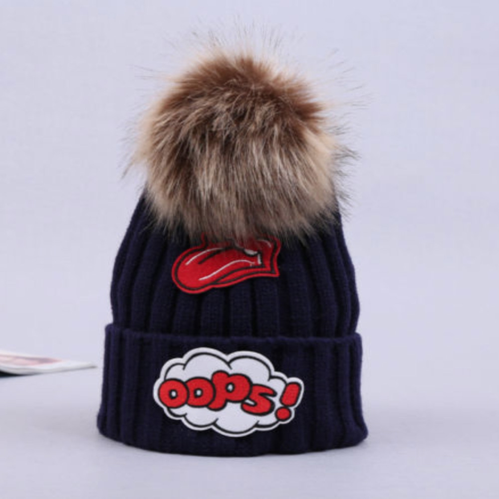 8aa95fd88 Dámska móda a doplnky - Dámska pletená čiapka s brmbolcom Oops, čierna s  veselou aplikáciou ...