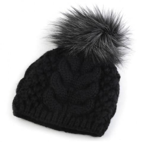 Zimná pletená čiapka s brmbolcom - čierna