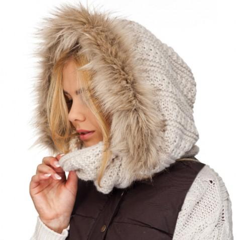 Pletený nákrčník s kapucňou a kožušinou - krémový