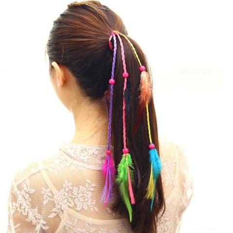 Gumička do vlasov s farebnými vrkôčiky a pierkami