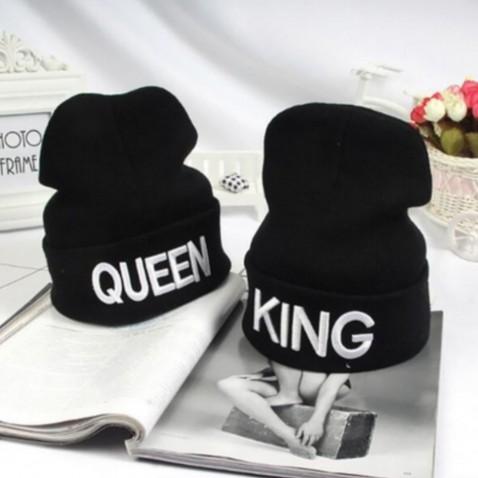 Zimná čiapka s nápisom KING - QUEEN