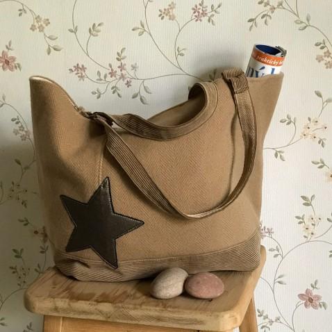 Béžová taška s aplikáciou hviezd