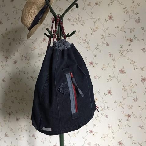 Stahovací džínsový batoh