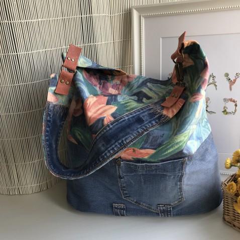 Veľká džínsová kabelka s kvetmi do modra