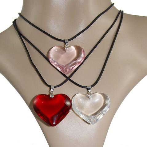 Prívesok v tvare srdca zo skla - rôzne farby